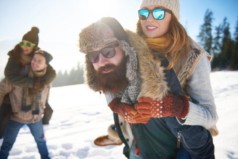 Chystáte sa v zime na hory? Tieto drobnosti vám nesmú chýbať!